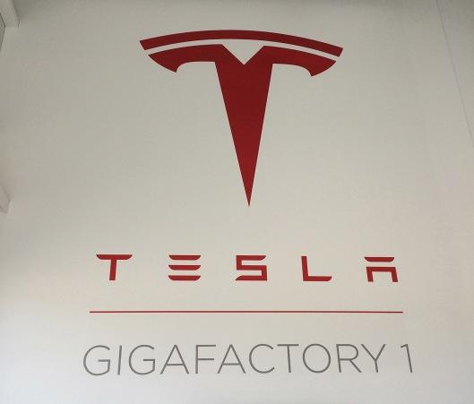 Tesla wall logo_1480